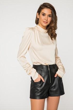 It Elle: Шелковая бежевая блуза с длинным рукавом и драпировкой Филиппина 21206 - фото 1